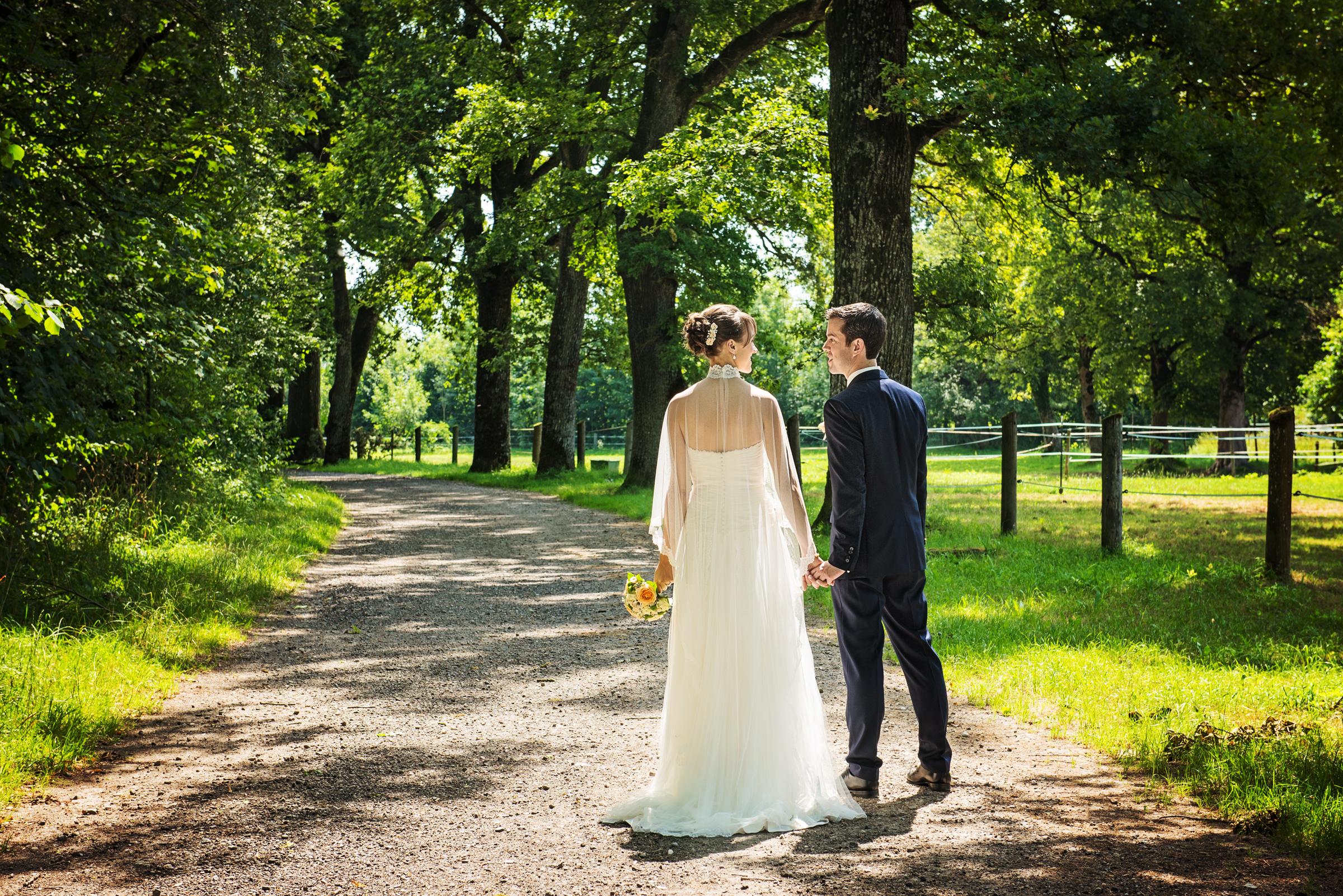 Portfolio-Weddings-Couple-Walk